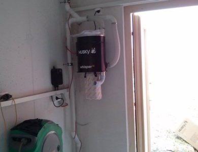 Centrálny vysávač v garáži, zložená zberná nádoba