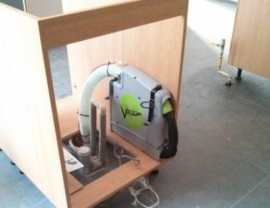 Vroom - systém uloženia vyťahovacej hadice namontovaný v kuchyni