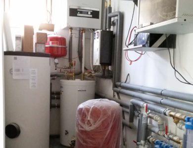 Plynový kotol, tepelné čerpadlo, expanzná nádoba, rýchlomontážne stanice