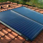 Solárne kolektory na streche rodinného domu